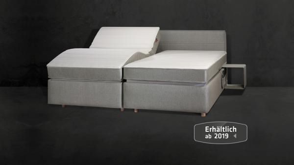 Lattoflex Doppelbett mit Motorrahmen Lattenrost, Matratze und Nachttisch hängend
